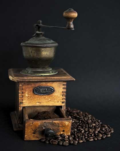 how-to-use-manual-coffee-grinder-rustic-vibe-Consumer-Files-blog