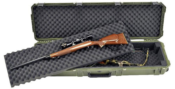An Open View Image with Rifle of Skb Double Bow/Rifle Case