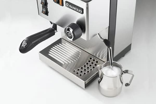 Using the milk frother of the Rancilio Silvia Espresso Machine
